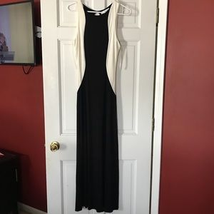 Monteau Maxi Dress Black and white Sz Medium